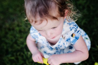 a-child-playing-quietly-with-bubbles-story-telling-photography-gold-coast