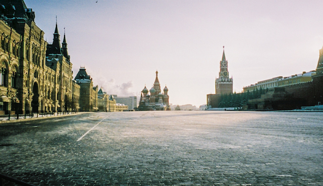 Red-Square-Moscow-in-Winter-Gremlin-St Basil-and shopping