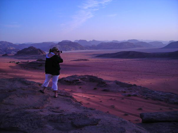 Rachel-gold-coast-family-photographer-photographing-the wadi-rum-desert-in-jordan
