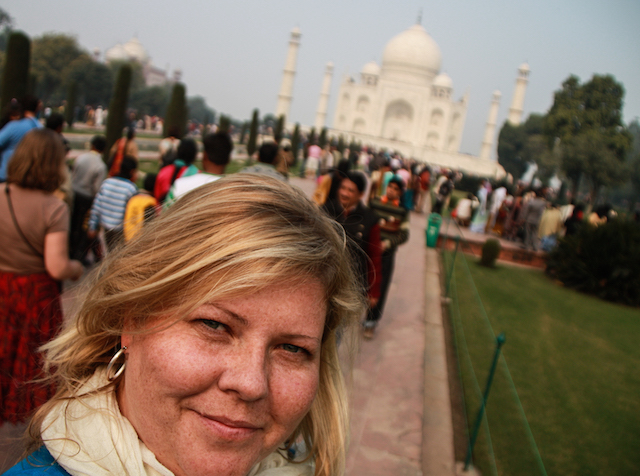 Rachel-from-Feather-Touch-Photography-infront-of-the-Taj-Mahal-India