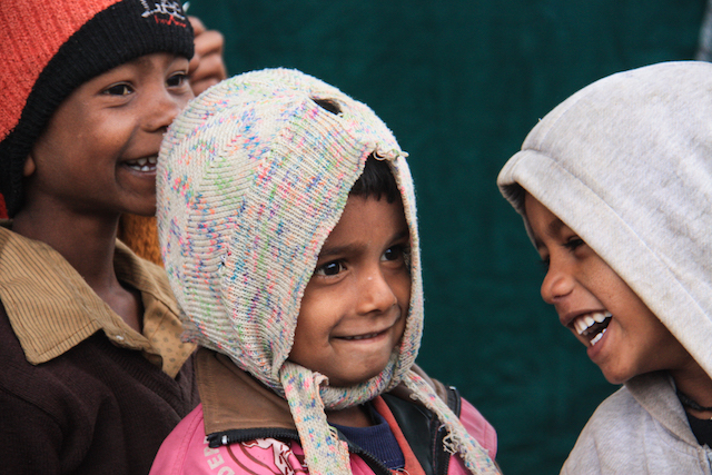 laughing-children-in-india-using-jumpers-as-hats-to-keep-warm-but-still-have-amazing-smiles
