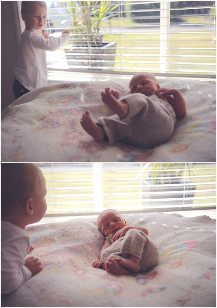 Big-brother-having-a-moment-with-little-brother-gold-coast-newborn-photographer