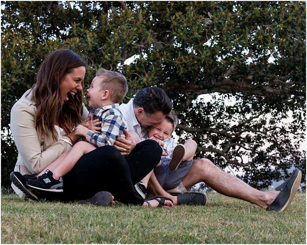 family-tickles-in-the-park-candid-family-photograph-under-large-fig-tree-gold-coast-family-photography