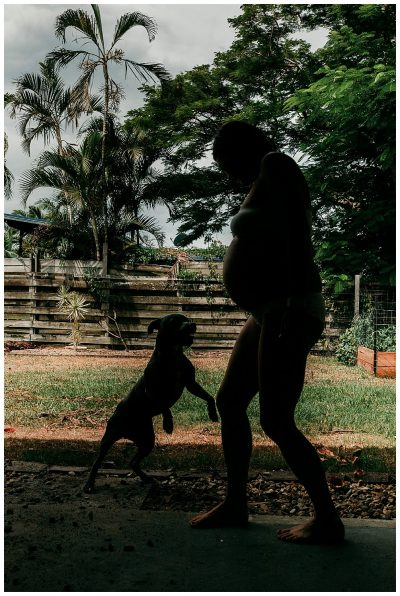 Pregnant-mama-playing-with puppy-in-the-back-yard-gold-coast-maternity-photography
