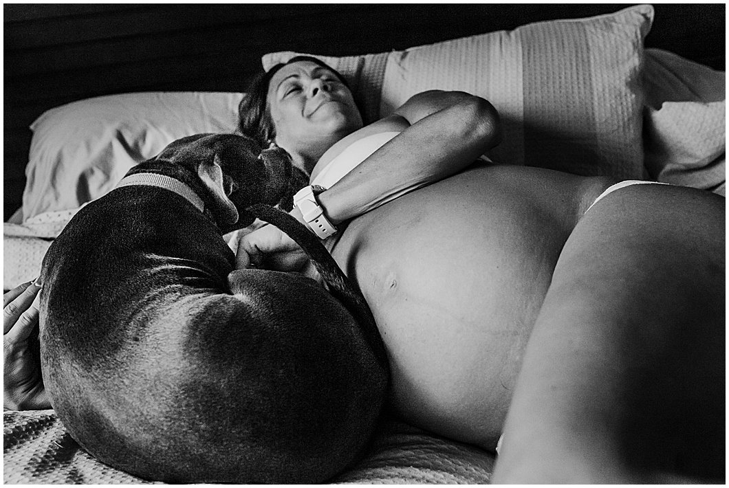 Beautiful-full-bloom-pregnant-woman-with-her-bed-relaxed-at-home-gold-coast-maternity-photography