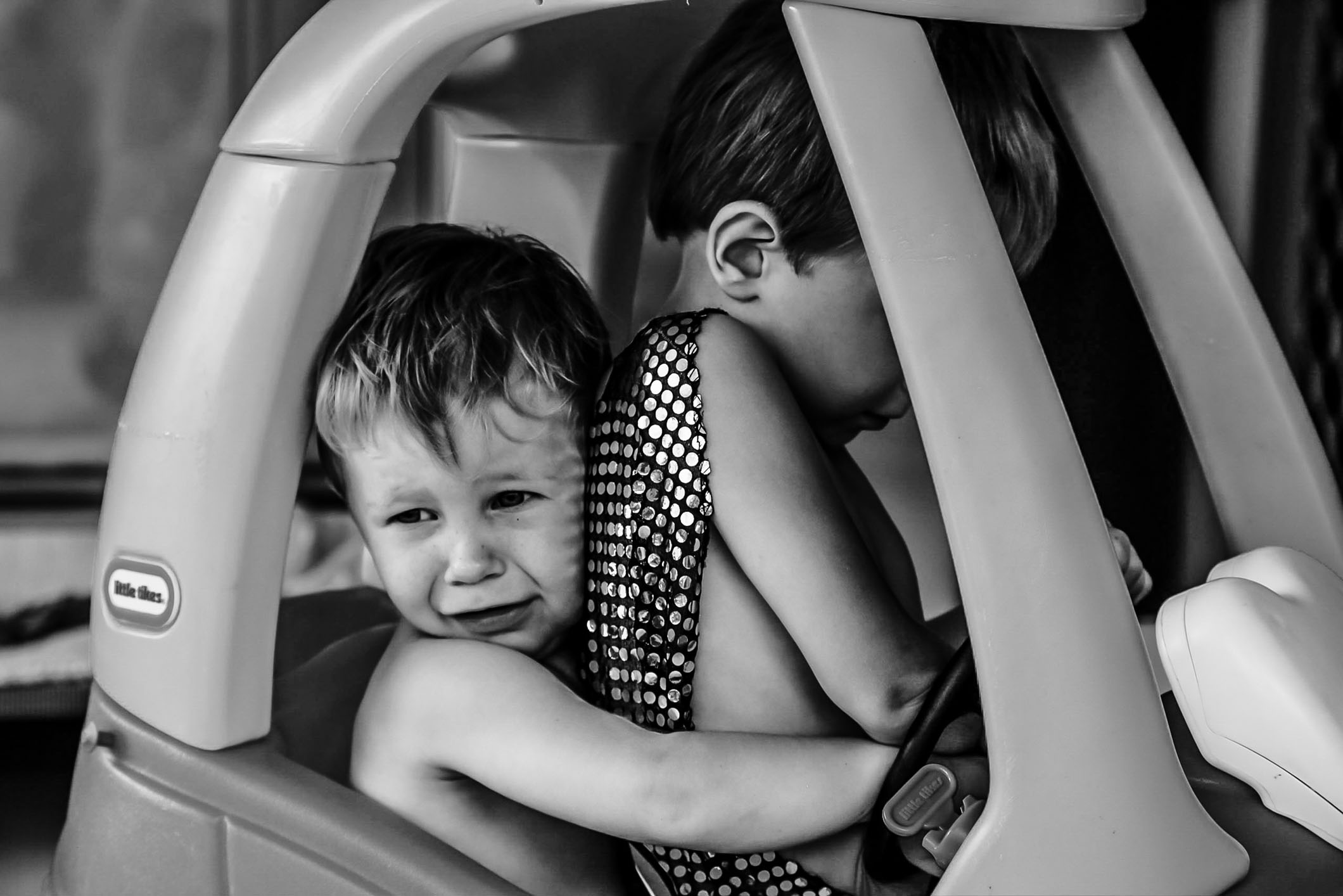 two-toddlers-fighting-over-who-will-drive-the-toy-car-candid-family-documentary-photography-gold-coast-australia