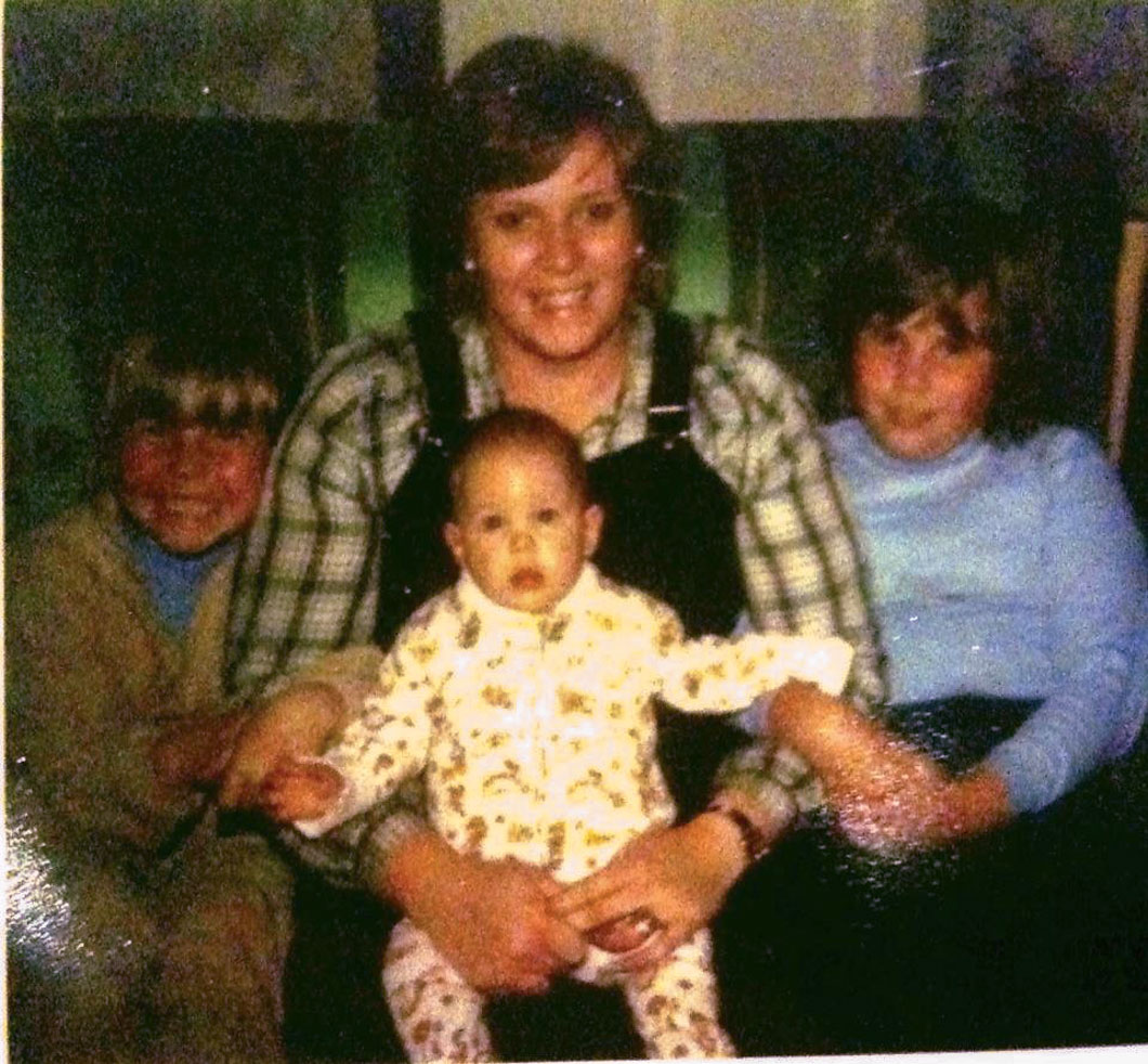 image-from-1980-ouor-mother-with-her-three-daughters-including-new-baby-sister