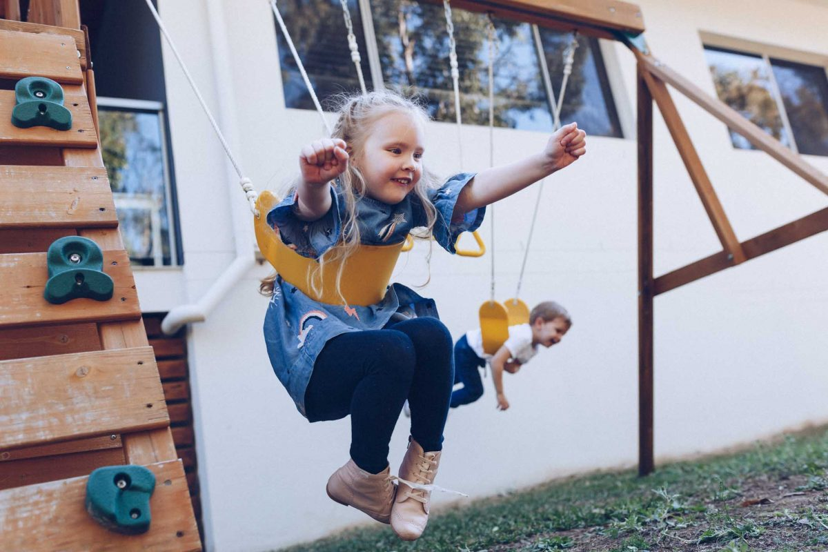 gold-coast-young-girl-flying-higher-on-the-swing-family-photography