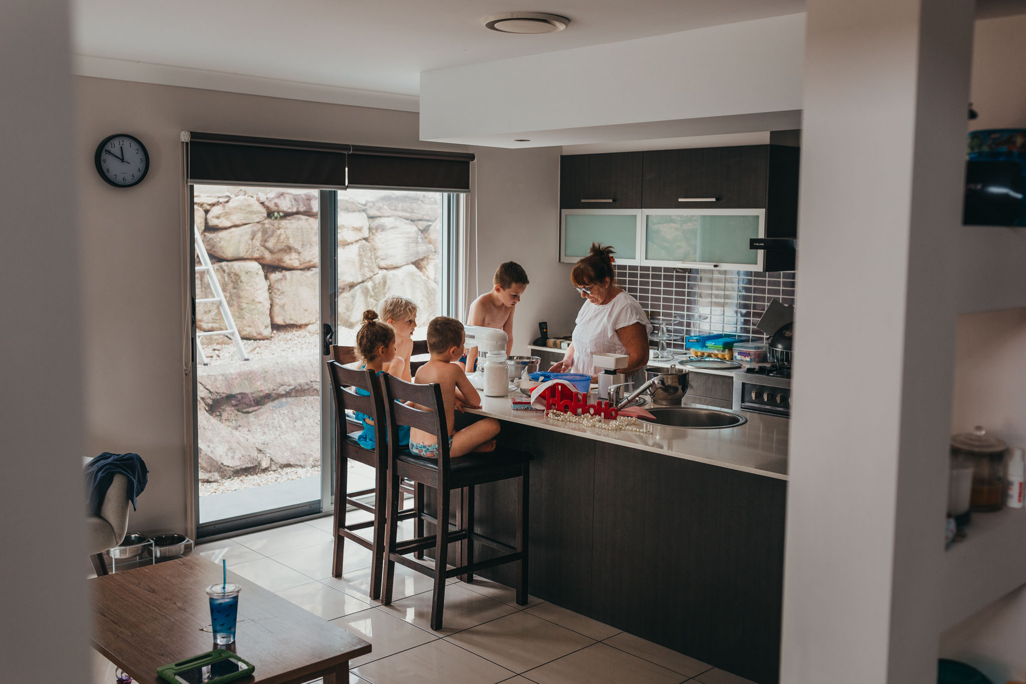 Grandma-with-her-4-grandkids-huddled-in-the-kitchen-to-make-xmas-shortbread