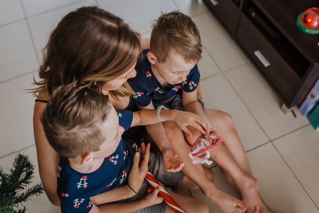 Gold Coast Family photography-mum showing her children xmas ornaments